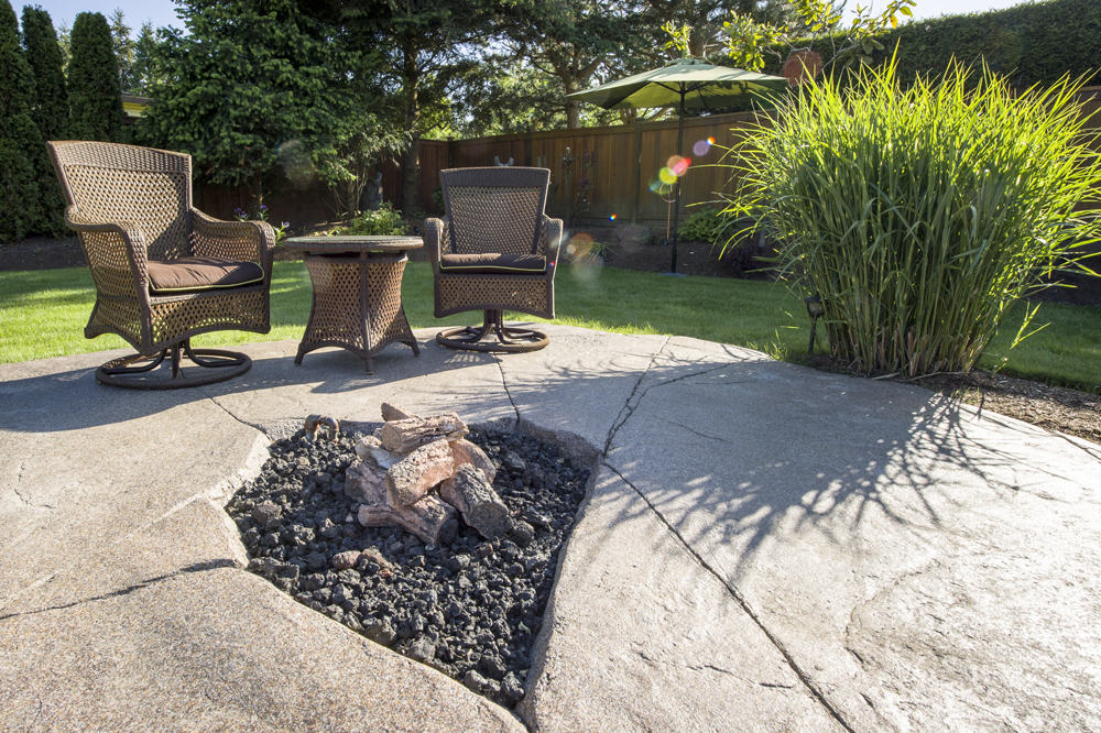 Welcoming natural looking outdoor fire pit