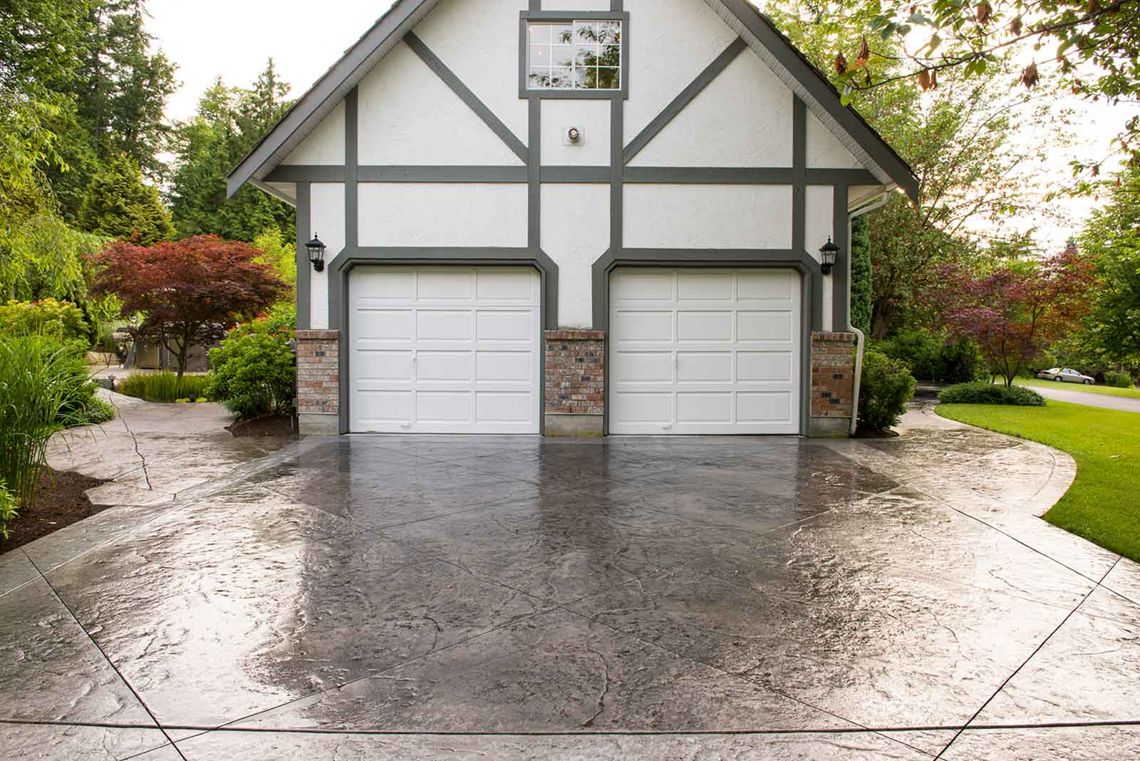 Driveway done in concrete pavers