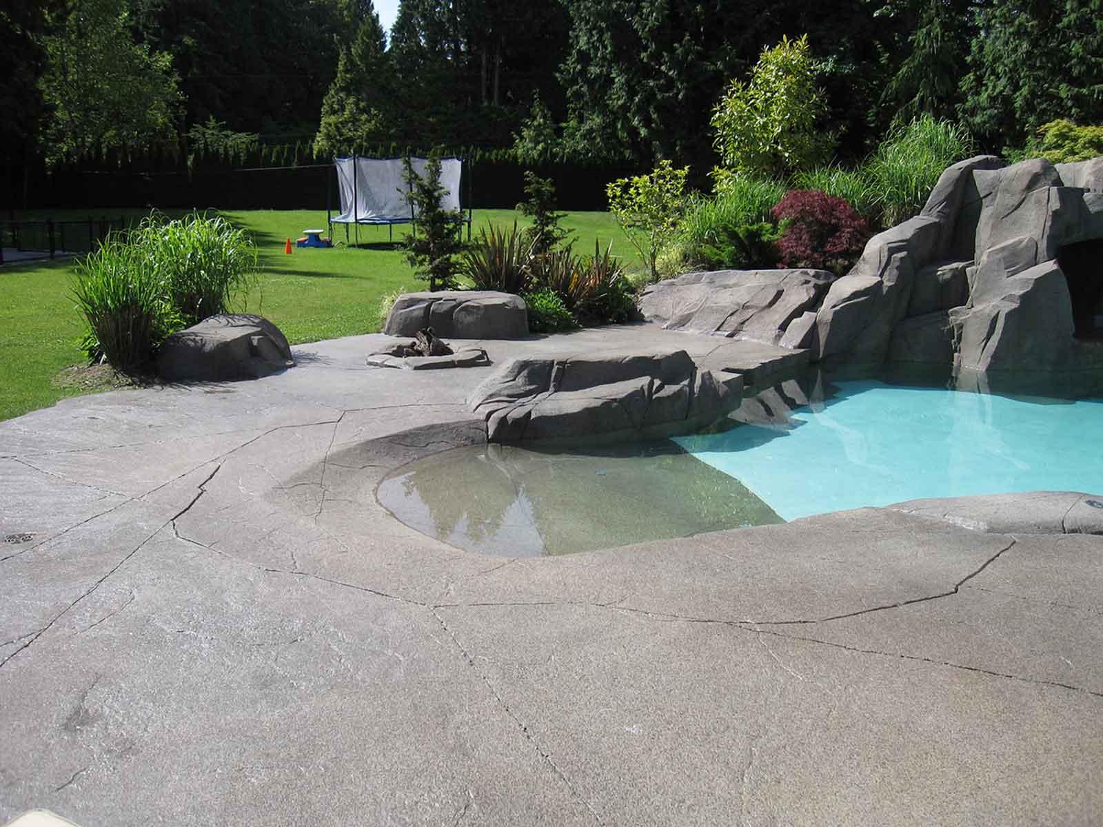 Custom wade-in swimming pool
