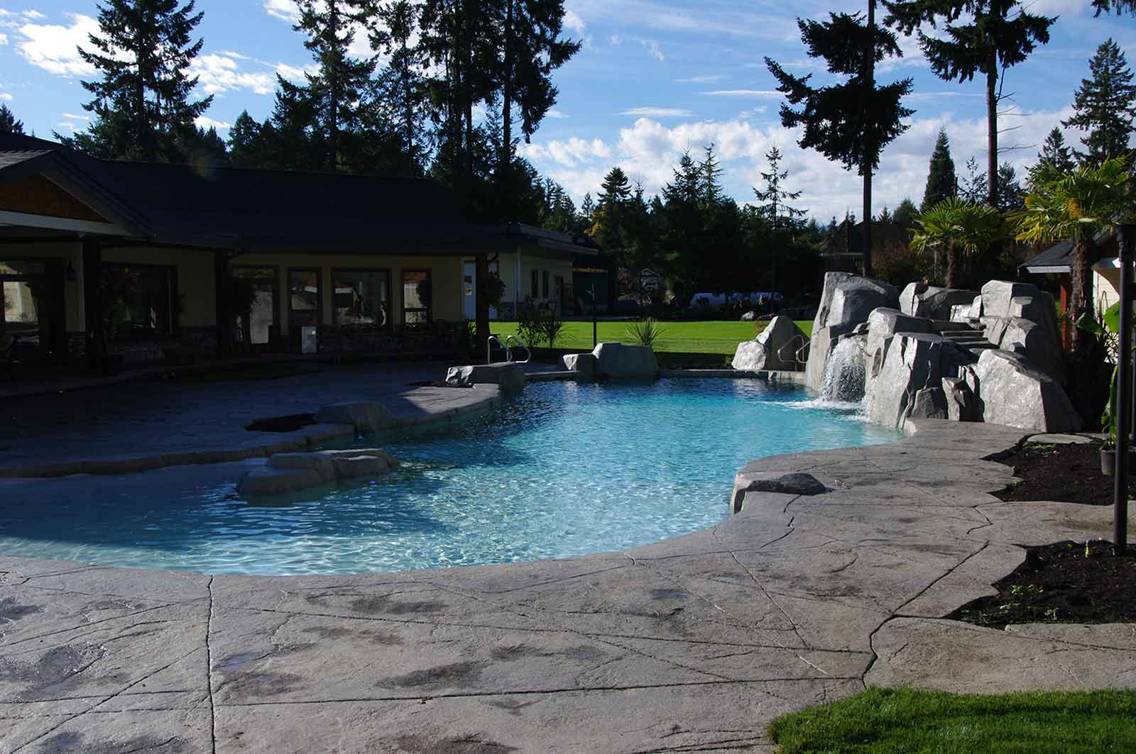 Energy efficient in-ground swimming pool