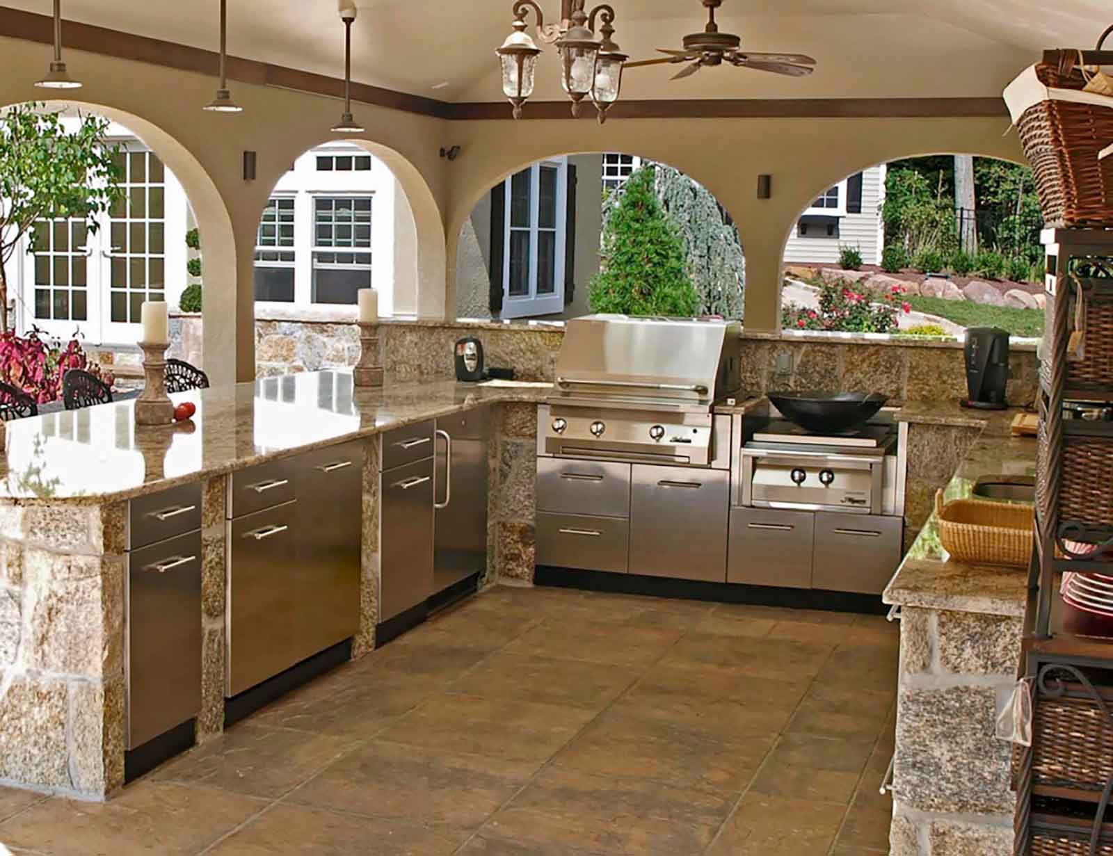Luxury outdoor kitchen and built-in appliances