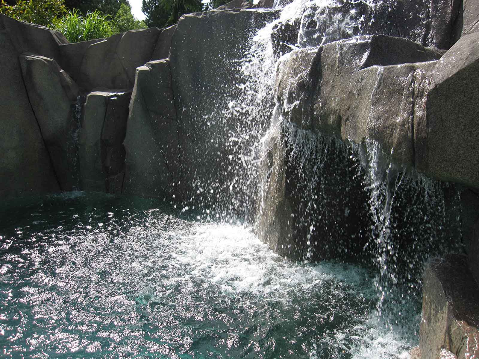 Maintenance-free water fall