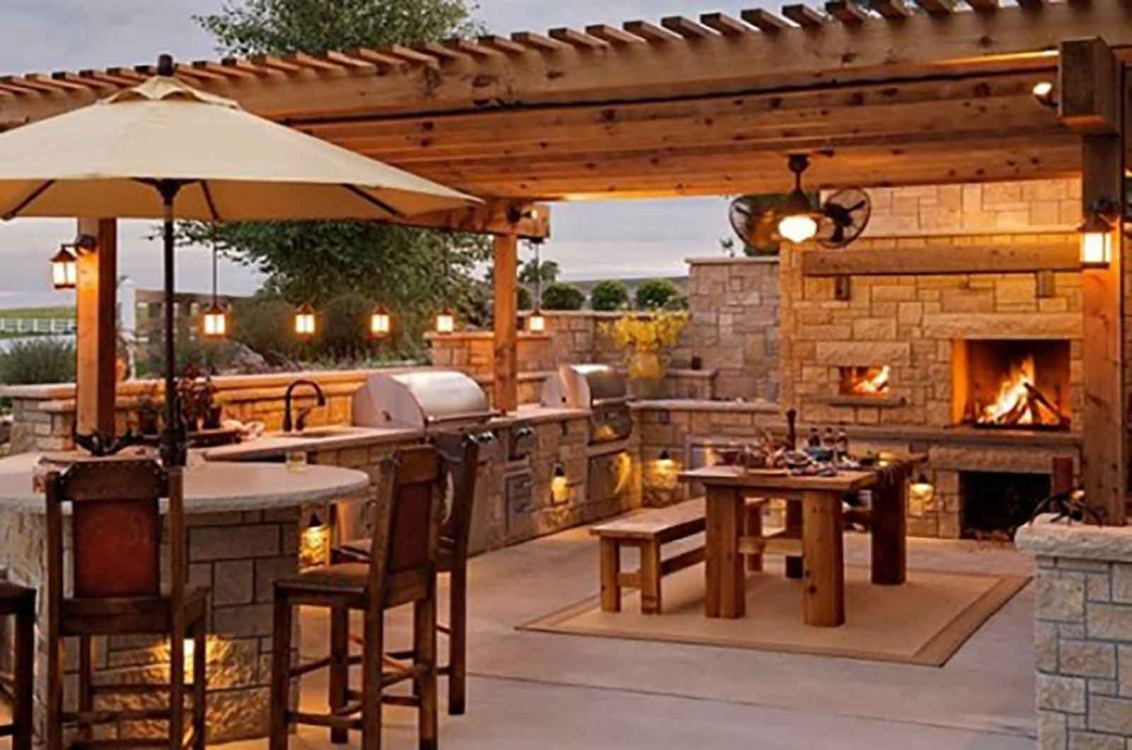 Beautiful outdoor kitchen with built-in BBQ and spacious eating area