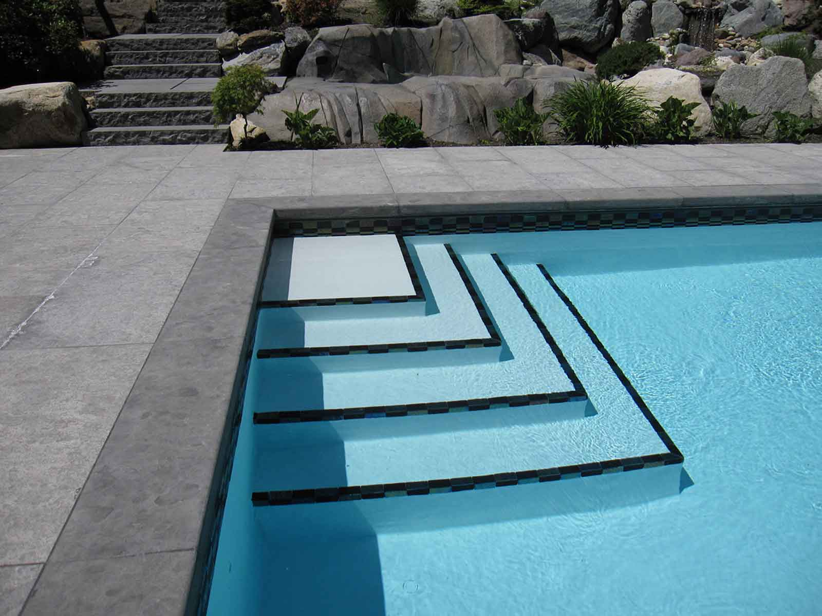 Swimming-pool-steps-Pet051 - Azuro Concepts