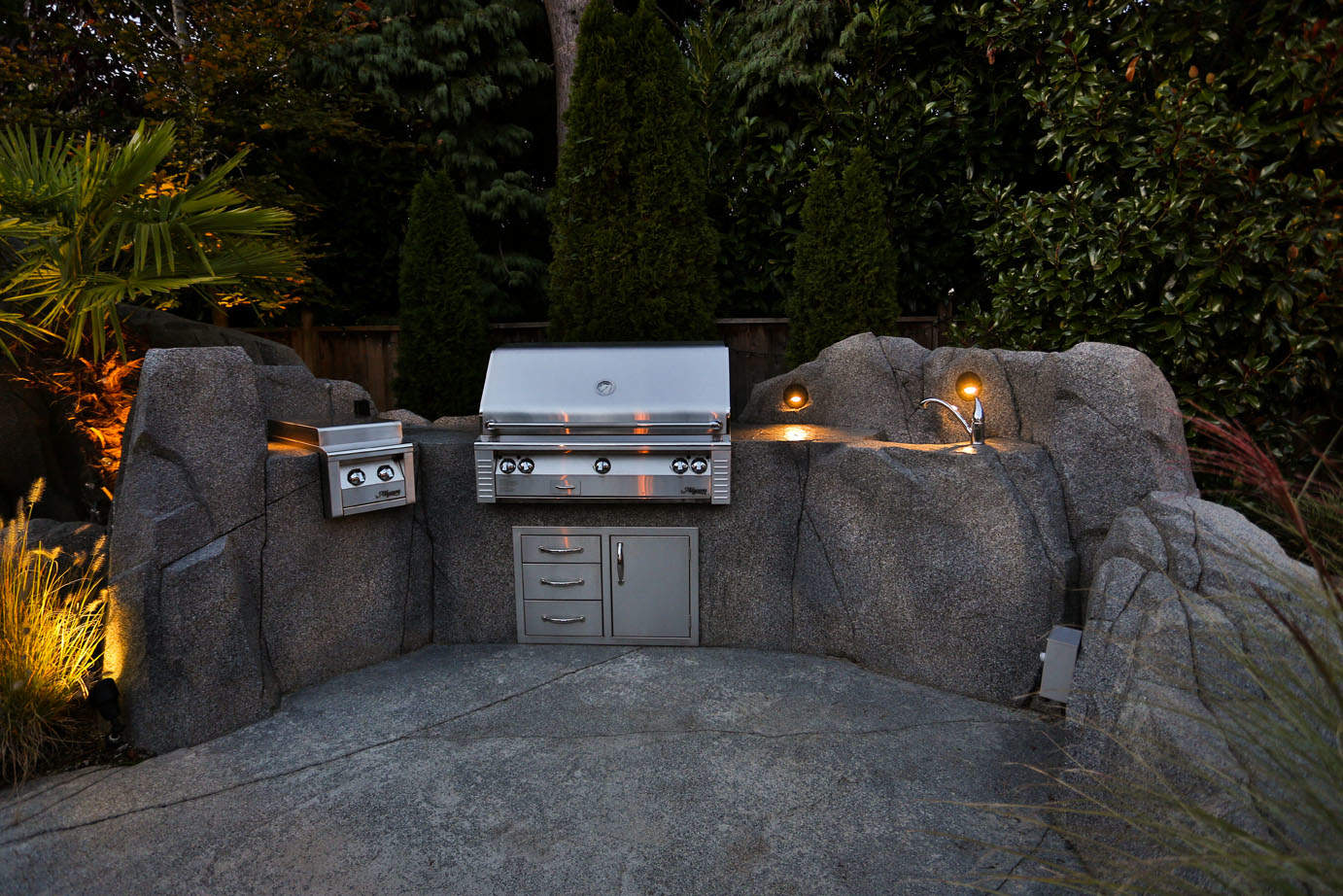 Outdoor kitchen with a built in barbeque