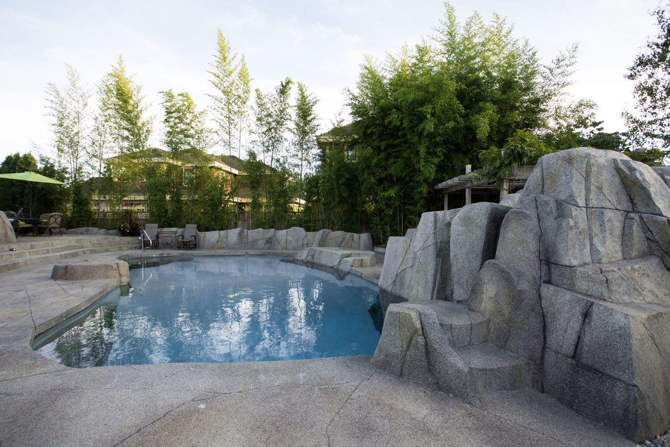 Unique high quality artificial rock work concrete swimming pool