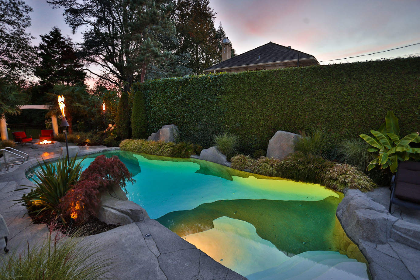 Unique swimming pool lighting