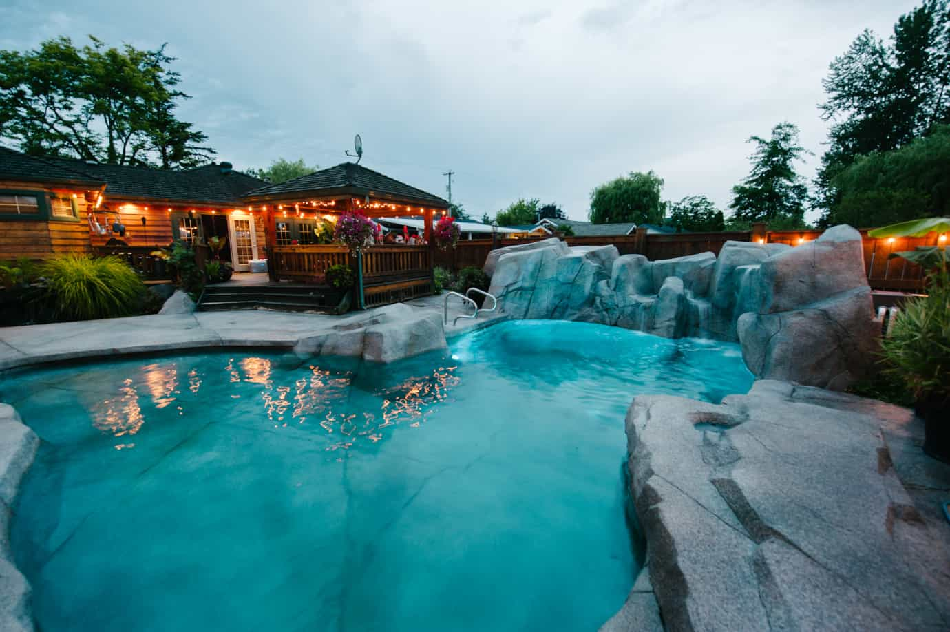 azuro-custom-swimming-pool-Cla51