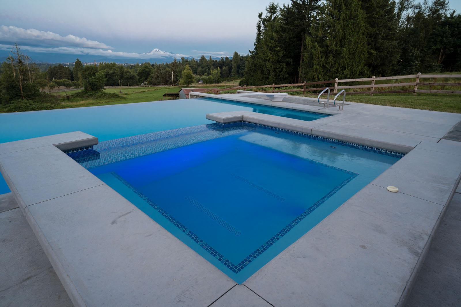 Custom-concrete-hot-tub-azuro-REI048