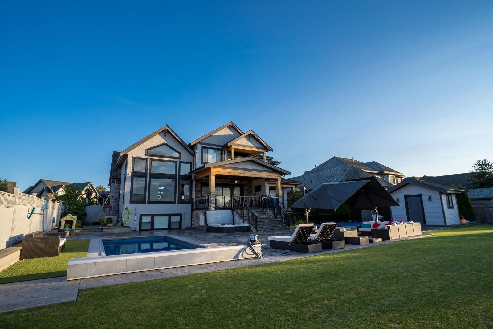 beautiful-backyard-renovation-azuro-RUM010