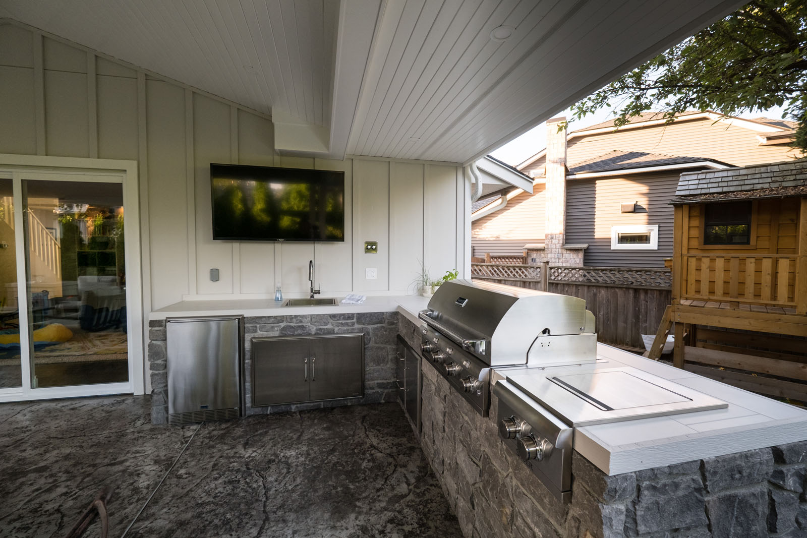 custom-backyard-kitchen-azuro-TUR026
