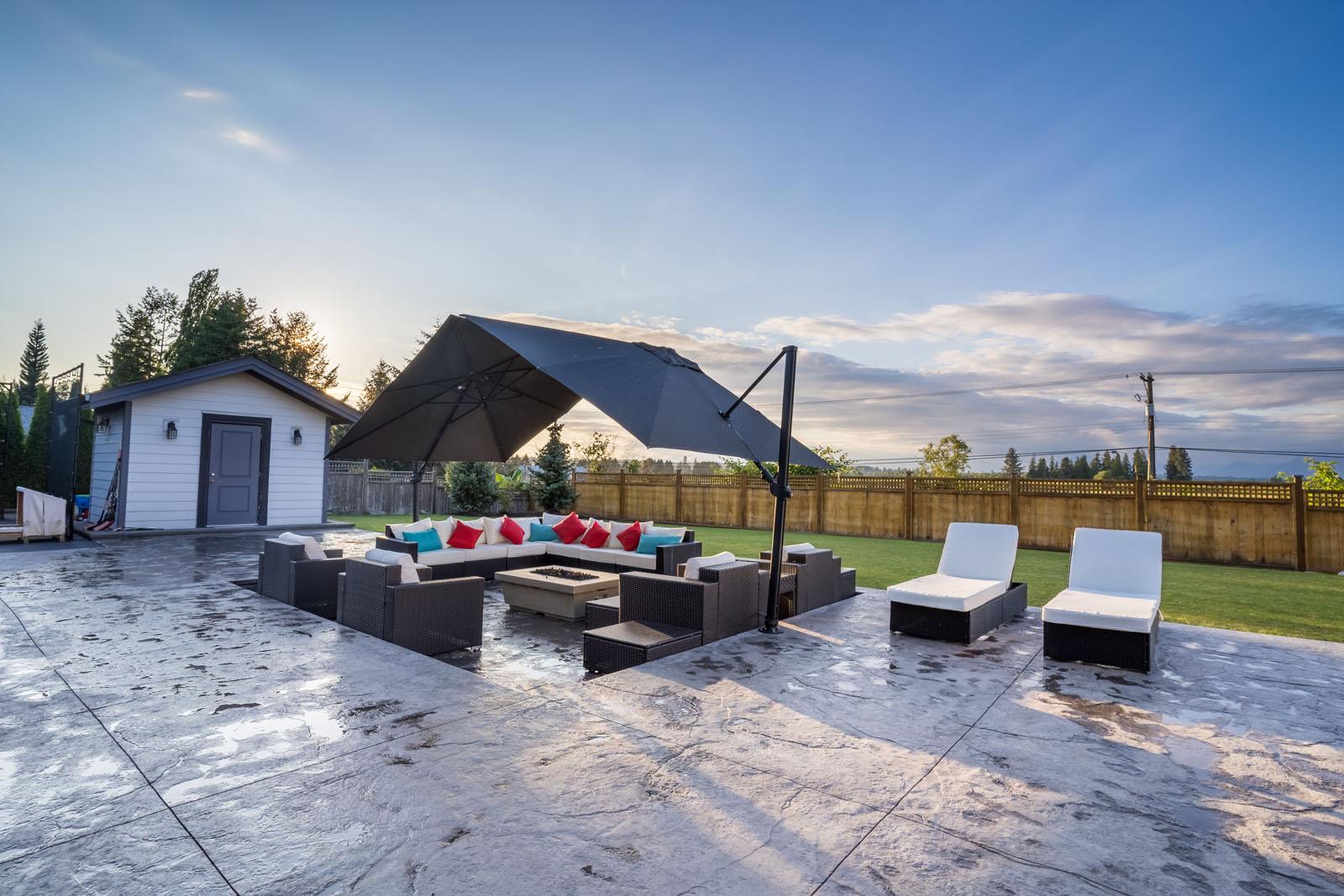 customer-stamped-concrete-patio-azuro-RUM011